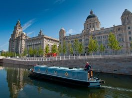 Boat Tour in the heart of Liverpool, guide to Liverpool