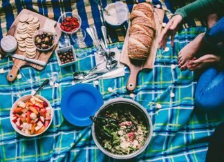 Food at a picnic, what happens at British picnics