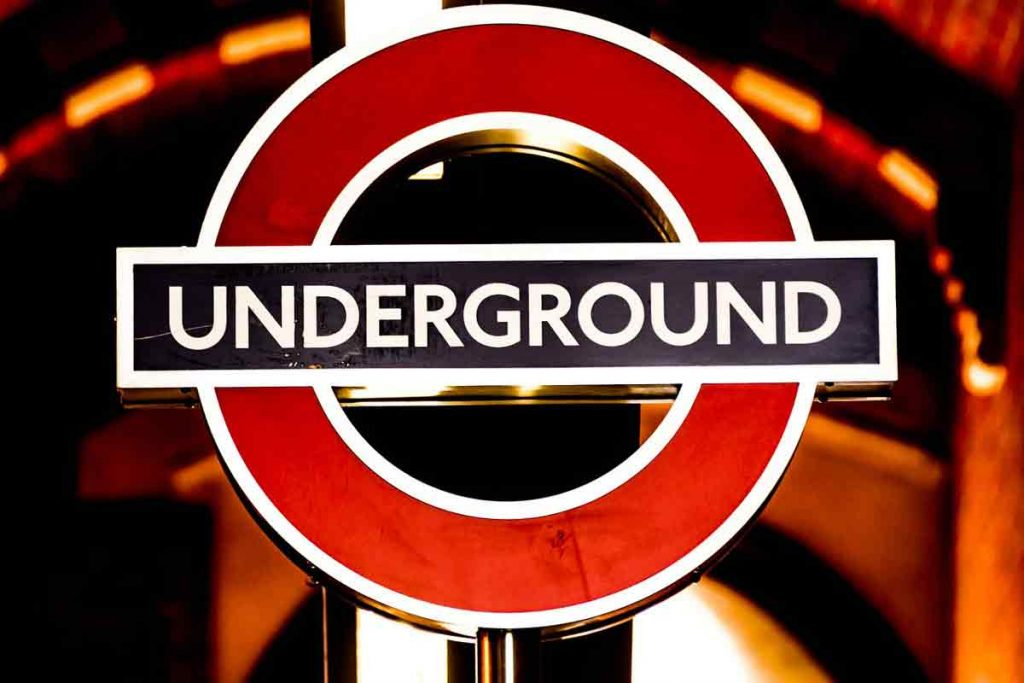 Travel around the London by underground