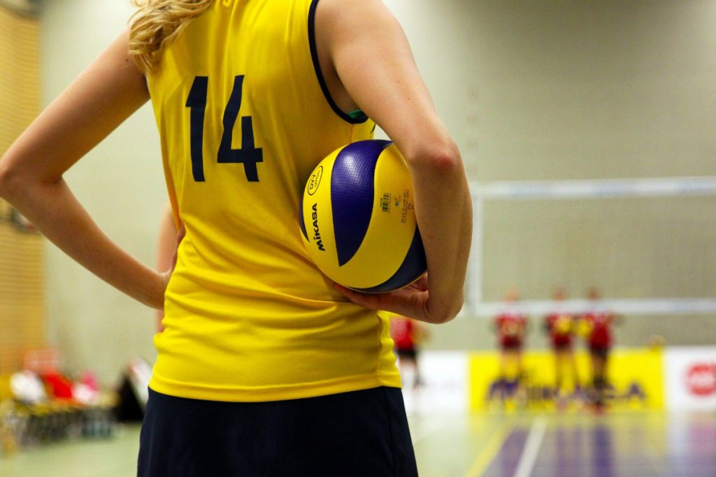 Join a volleyball team or a sporting group to have fun and stay healthy at the same time